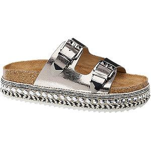 Ezüst csatos papucs