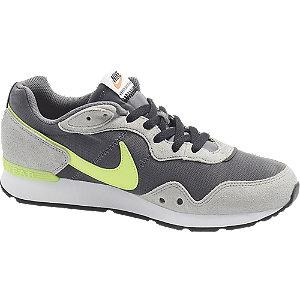 Sivé tenisky Nike Venture Runner.