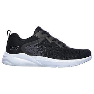 Čierne tenisky Skechers.