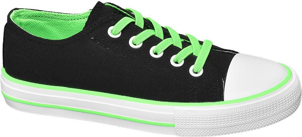 czarne tenisówki dziecięce z zielonymi sznurówkami
