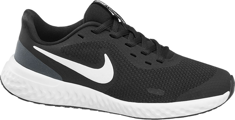 czarno-białe sneakersy młodzieżowe Nike Revolution 5