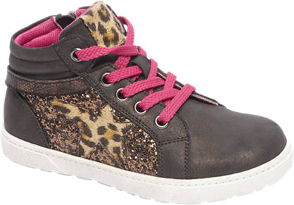 Cupcake Couture Bronze sneaker glans look