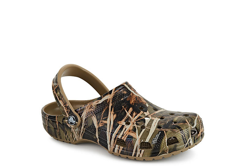 d47db04c3f9d Tan Crocs Mens Classic Realtree Clog