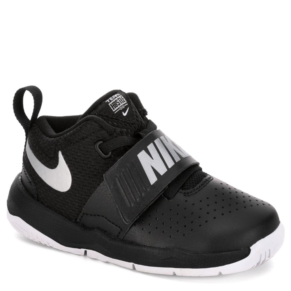 Nike Boys' Team Hustle D 8 Basketball Shoes: Amazon.co.uk