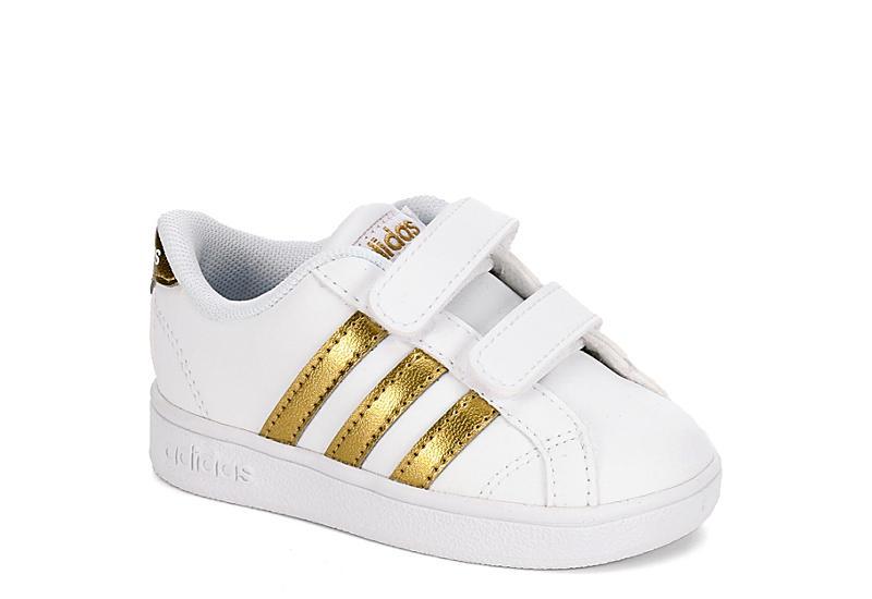 White adidas ragazze neonato basale di neonati e bambini rack stanza scarpe