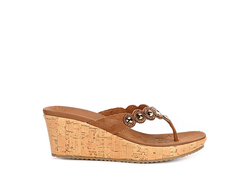 SKECHERS Womens Beverlee Bizzy Babe Wedge Thong Flip Flop Sandal - TAN