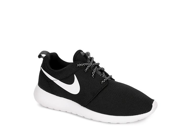 BLACK NIKE Womens Roshe Sneaker