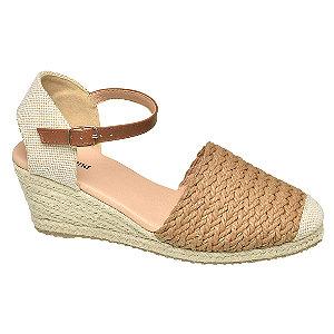Levně Hnědé sandály na klínovém podpatku Graceland