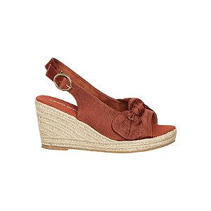 Levně Červeno-oranžové sandály na klínovém podpatku Vero Moda