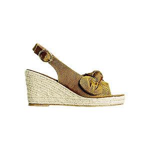 Levně Žluto-hnědé sandály na klínovém podpatku Vero Moda