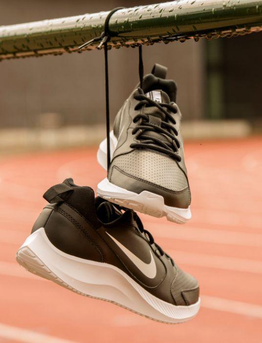 Topmerk sneakers vanHaren