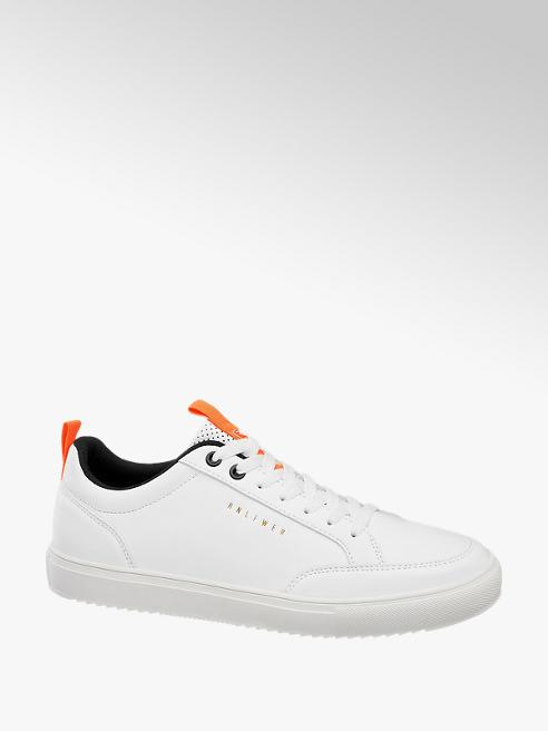 Witte sneaker vetersluiting