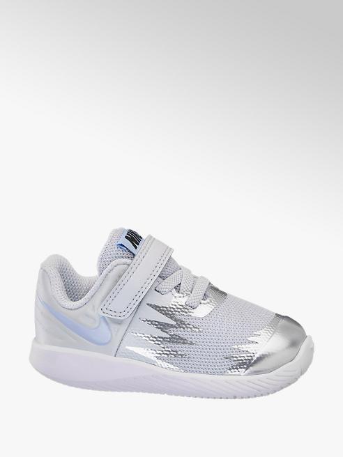 Nike Ezüstös gyerek Nike sportcipő