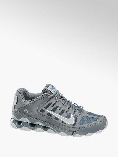 NIKE Sneaker REAX 8 TR in Grau